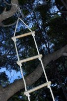 how to make a retractable bunk bed ladder ehow. Black Bedroom Furniture Sets. Home Design Ideas