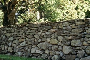 What is the meaning of mending wall by robert frost ehow for Jardiniere en pierre seche