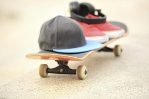 How to decorate a skateboarding themed bedroom ehow - Skateboard themed bedroom ...