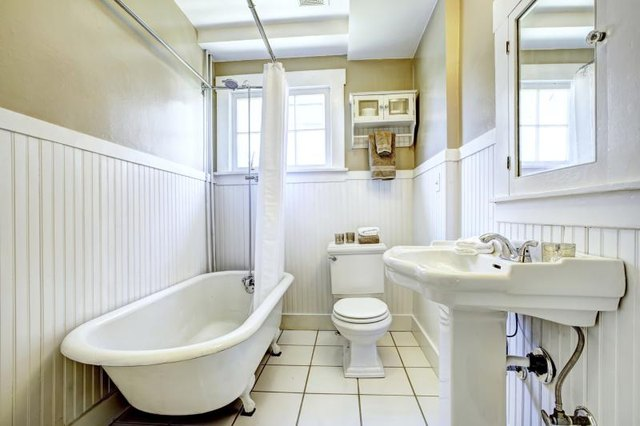 Bathroom ideas for a 1920s craftsman with pictures ehow for 1920s bathroom designs