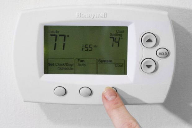 How To Change The Battery In A Honeywell Thermostat Ehow