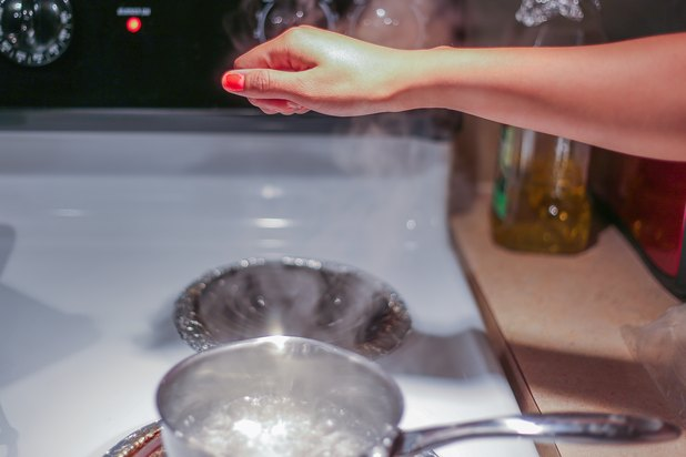 How to Treat a Boiling Water Burn (with Pictures)   eHow