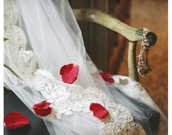 Etiquette for Wedding Anniversary Invitations