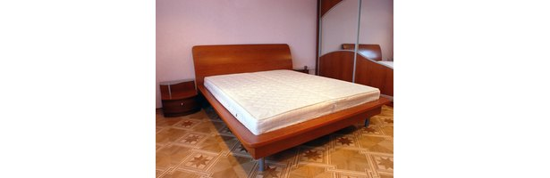 how to use a king size bed frame without a box spring ehow. Black Bedroom Furniture Sets. Home Design Ideas