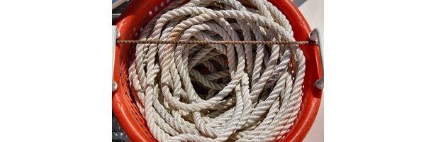 how to make lariat rope baskets ehow. Black Bedroom Furniture Sets. Home Design Ideas
