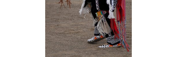 Cheyenne indian arts crafts ideas ehow for Cheyenne tribe arts and crafts