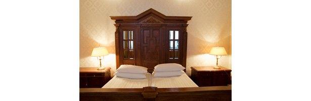 cheap king size headboard ideas ehow. Black Bedroom Furniture Sets. Home Design Ideas