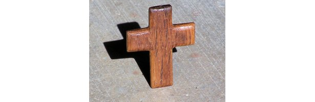 Craft Ideas to Decorate Wooden Crosses | eHow