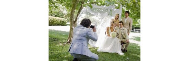 How to Build a Photographer's Bridal Show Booth thumbnail