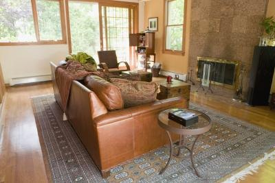 What Colors of Paint Go With a Brown Leather Couch? thumbnail