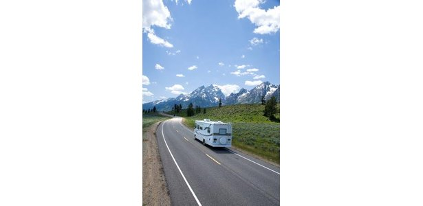 Travel Trailers vs. Motor Homes thumbnail