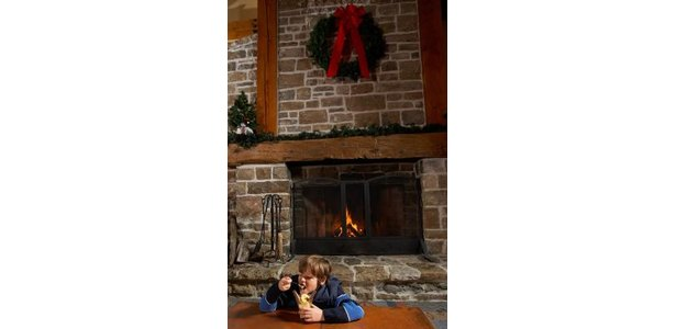 How to Hang a Wreath on a Masonry Mantle thumbnail