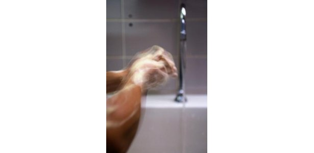 Hand Washing Techniques Using a Glow Light thumbnail