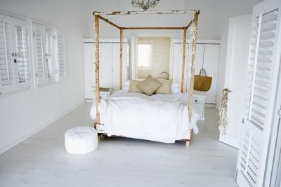 Bedroom Canopy on Canopy Bedroom Themes   Ehow Com