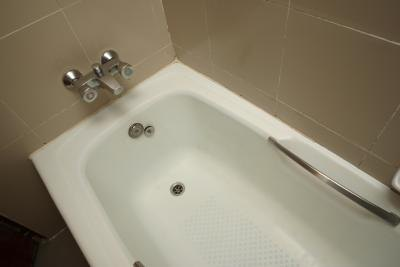 Bathtub Liners  Enclosures - Innovate Building Solutions
