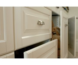 How to paint laminate cabinets ehow - Can i paint my laminate kitchen cabinets ...