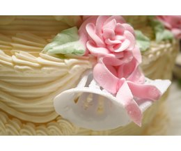 Glue For Cake Decorating : Edible Glue for Cake Decorating (with Pictures) eHow