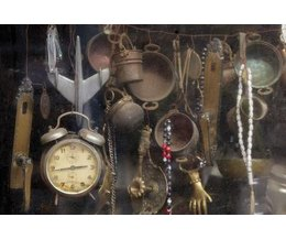 How to find out if something is worth money with pictures for Antique items worth a lot of money