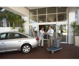 mid size vs full size rental cars with pictures ehow. Black Bedroom Furniture Sets. Home Design Ideas
