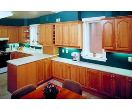 What Paint Color Goes With Oak Cabinets With Pictures