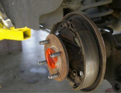 How to Fix Drum Brakes on a Saturn