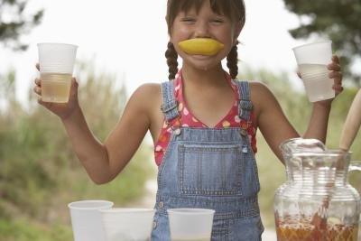 How to Cure Nausea Using Lemon