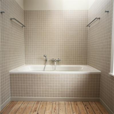 Shower and tub ideas for a small bathroom with pictures - Salle de bain sans carrelage mural ...