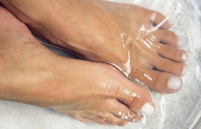 How to Make A Relaxing Foot Soak
