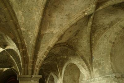 Vaulted vs cathedral ceilings ehow for Vaulted ceiling vs cathedral ceiling