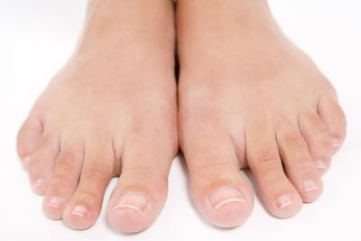 How to Cure Common Fingernail  and Toenail Fungus Naturally