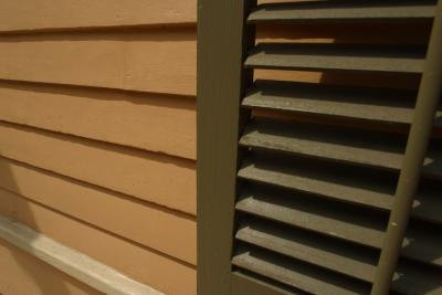 House shutters siding colors with pictures ehow for Tan siding shutter color combinations