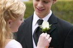 Ideas for Outdoor Prom Photos & Props