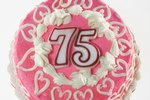 How to Make Table Decorations for a 75th Birthday Party