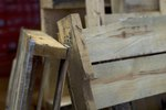 How to Build an Arbor From a Pallet