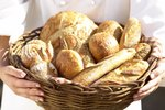 What Are the Differences Between Miche & Baguette Breads?