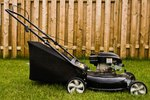 How to Set a Governor Lever on a Lawn Mower