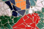 How to Make Your Own Outdoor Mosaic Table Tops