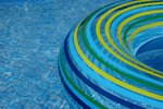 How to Hook Up a Shop Vac to Close a Pool
