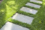How to Fertilize Your Lawn with Natural, Non-Toxic Fertilizers