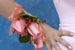 How to Make a Corsage for Beginners