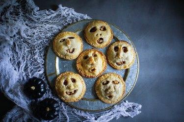 Shrunken head apple pies