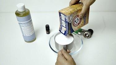 Baking soda for DIY Slow Cooker Cleaner