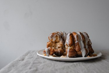 This Caramel Apple Monkey Bread is the most perfect dessert for fall!