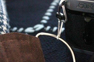 winter-scarf-camera-strap-attach