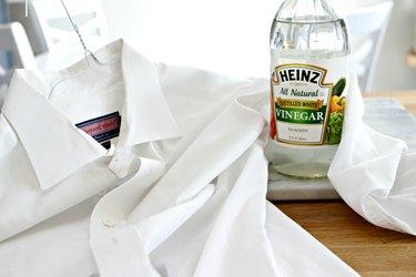 10 Ways to Wash Clothes in Vinegar