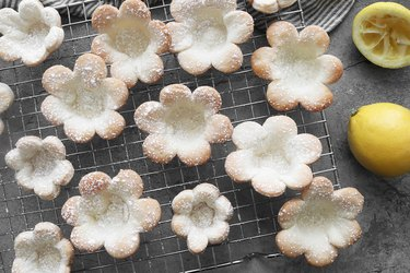 Dust flowers with powdered sugar