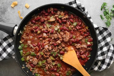 Simmer chili ingredients