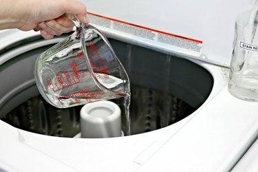 Clean washing machine with vinegar