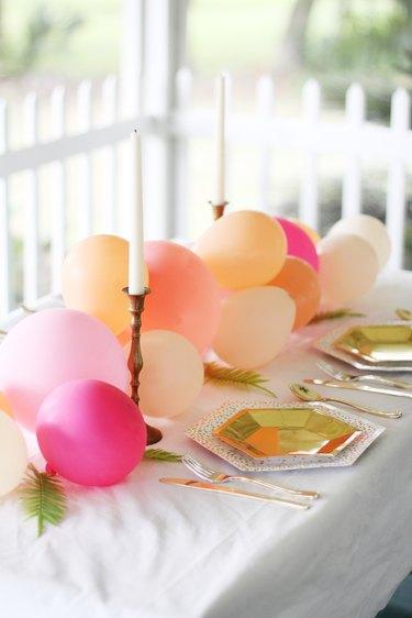 diy balloon table runner