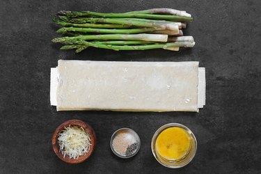 Ingredients for garlic Parmesan asparagus twists